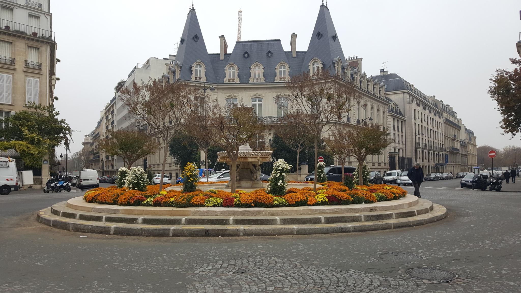 Place François 1er 75008