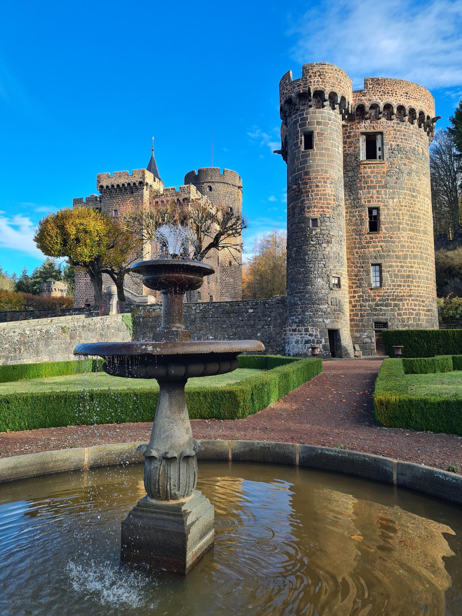 Fontaine château Dauphin